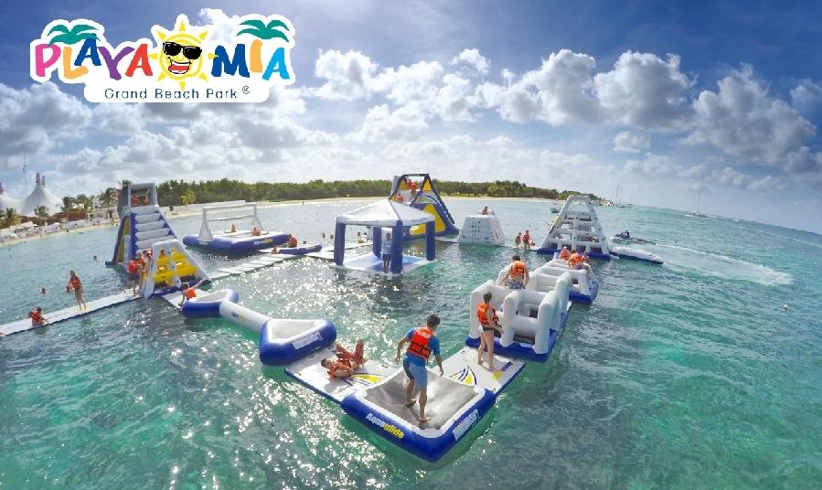 Retando al Caribe. increible diversión en una pista de obstáculos flotante